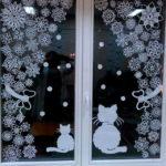 Несколько простых вариантов новогодних украшений окон