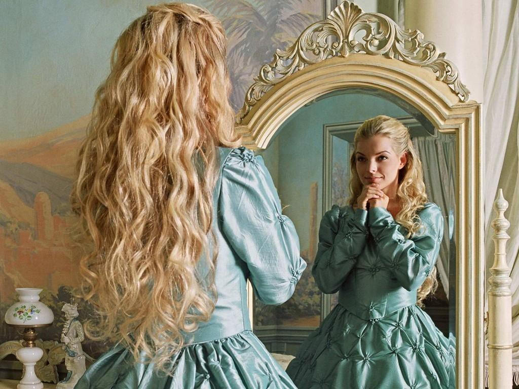 ведь красивая девушка у зеркала срабатывает психологический фактор